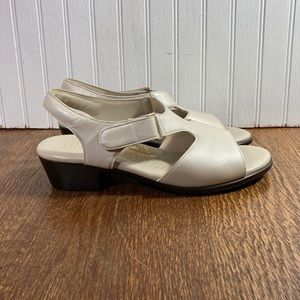 SAS Suntimer Pearl Bone Comfort Sandal Wmn Size 8M